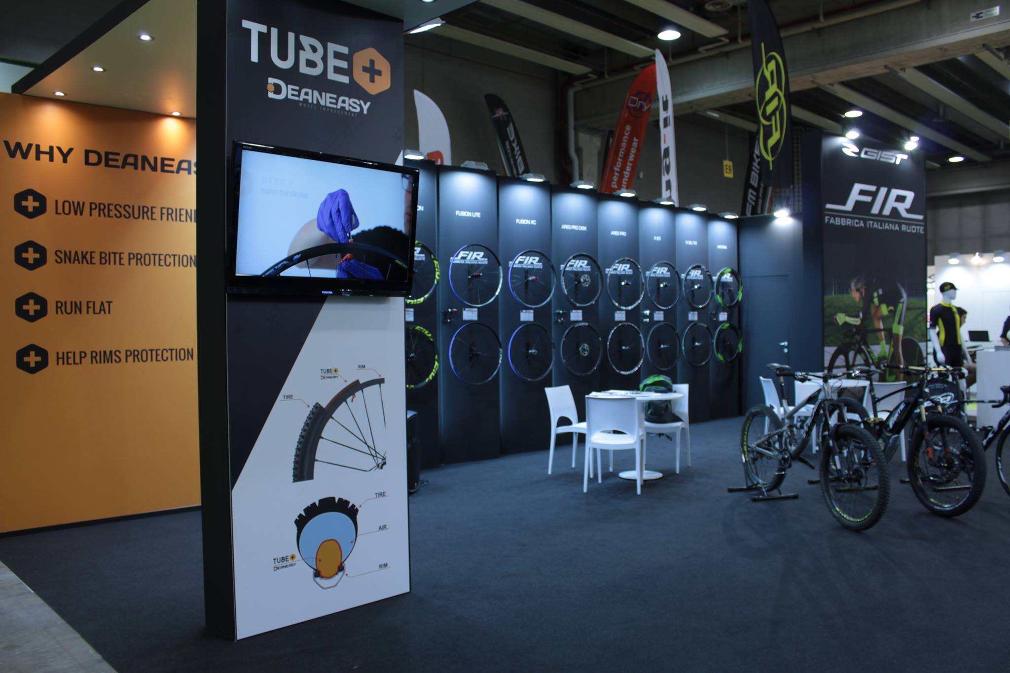 Aluminium bicycle wheels: FIR products presented at Cosmobike