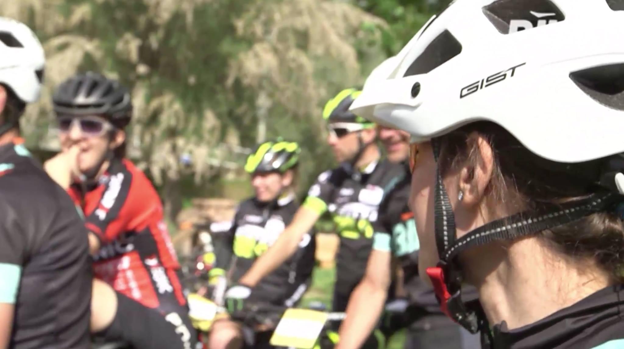 Caschi ciclismo mtb Esk e occhiali Nowind protagonisti di MTB – Sfida ai Pro