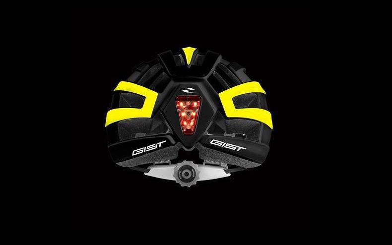 Kona, l'innovativo casco bici con luce posteriore per pedalare in sicurezza