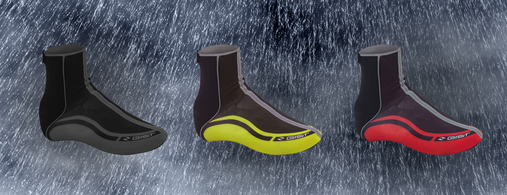Helmets and cycling shoe covers to ride your bike also when it rains!
